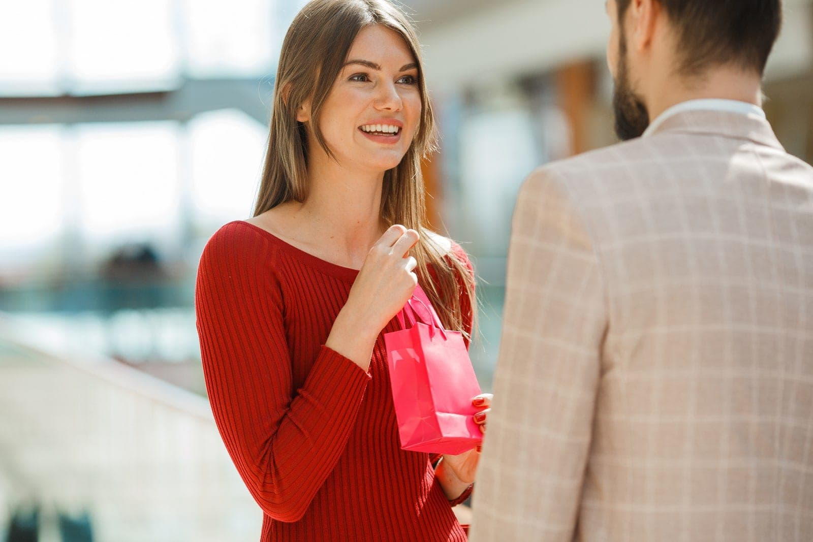 25817064 Couple With Gift In Shopping Mall